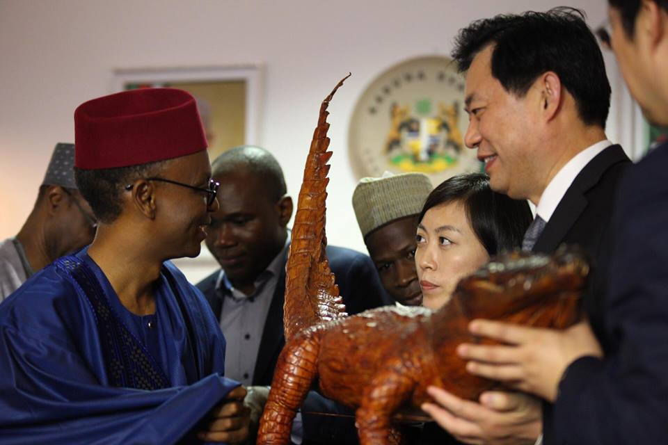 Check Out Gov El-Rufai's Gift To Some Visiting Chinese Officials In Kaduna