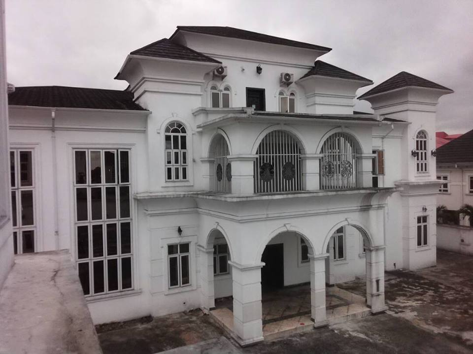 Photos: EFCC Seals Off Politician's Mansion In Rivers
