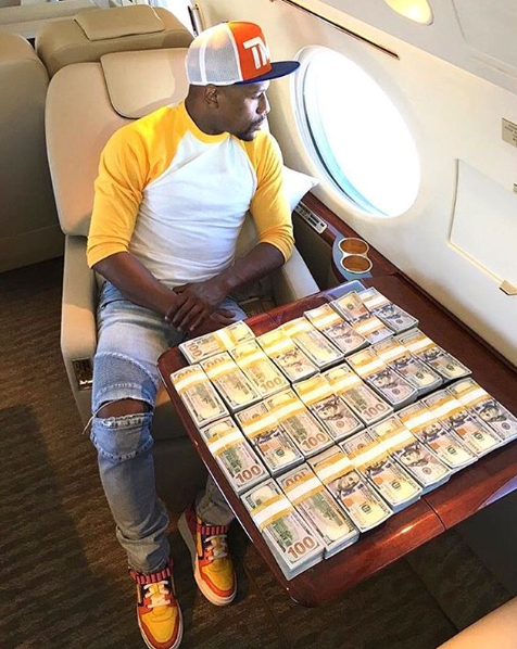 Floyd Mayweather Flaunts $100 Bills On His Private Jet As Fight With Conor McGregor Draws Closer