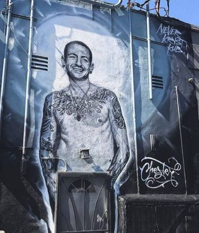 Giant mural of late Chester Bennington stops traffic in Los Angeles