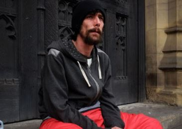 Homeless man who became a hero for helping Manchester bombing victims and had £50,000 raised to thank him stole credit cards from a victim.