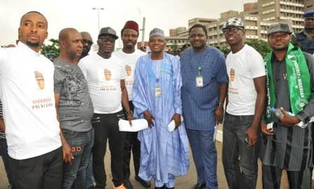 Photos: Niger Delta youths hold solidarity rally for President Buhari, received at Aso Rock gate by Femi Adesina, Garba Shehu