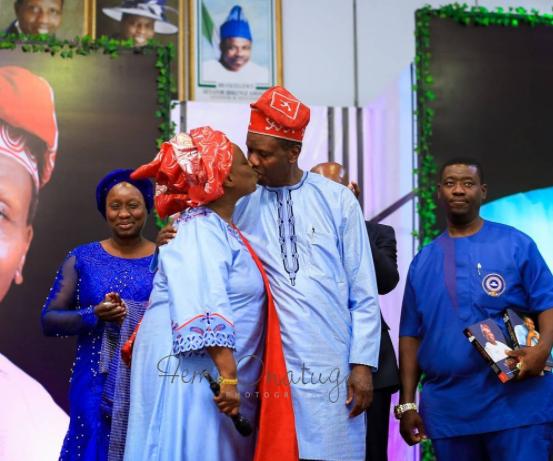 Rare photo of Pastor Adeboye publicly kissing his wife, Foluke