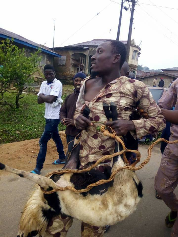 Suspected Thief Paraded With The Ram He Stole in Osun State(Photos)