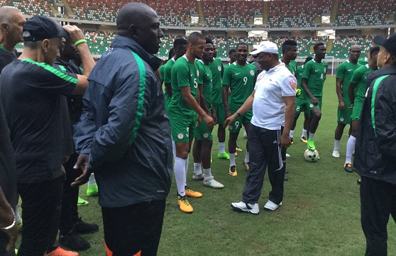 2018 World Cup Qualifier: Governor Udom pays a surprise visit to Super Eagles team ahead of Cameroon clash in Uyo (Photos)