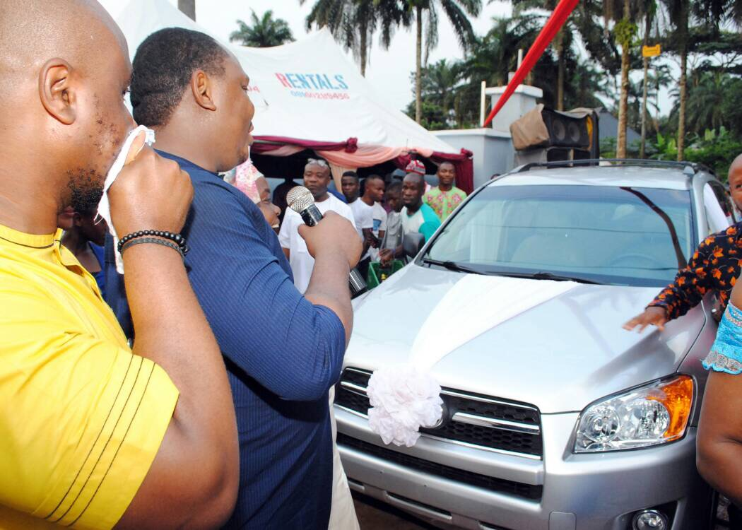 Lagos big boy, Francis Nwaogwugwu gives his sister and her husband a brand new Toyota CRV as wedding gift (photos)