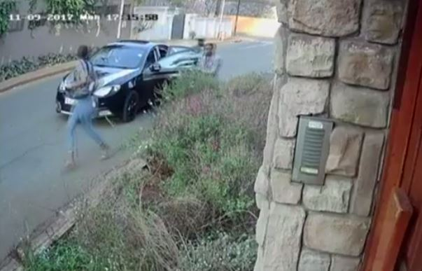 Brave South African student fights to keep copy of her master's thesis during robbery & her attackers left with only her 'lunch bag' (Video)