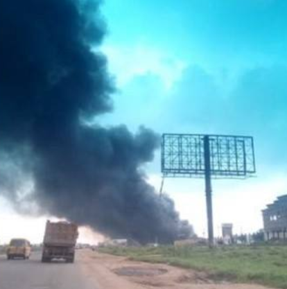 Ariaria International market police station reportedly burnt down by irate youths in Abia