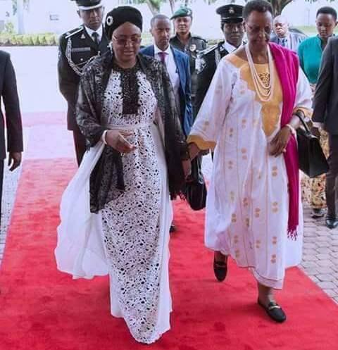 AishaBuhari wears $4490 Oscar De La Renta Magnolia Guipure Caftan dress (photos)