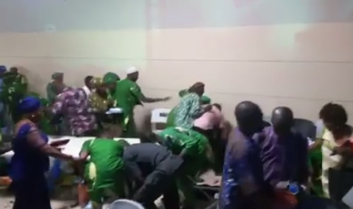 Video: Osun state indigenes allegedly storm a meeting in Akure, Ondo state to steal food