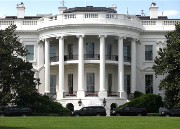 Man arrested near White House for having nine guns and three knives in his car