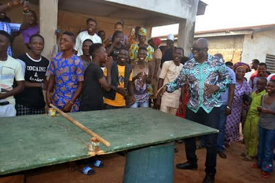 Photos: Ekiti state governor, Ayo Fayose, plays table tennis with residents of the state