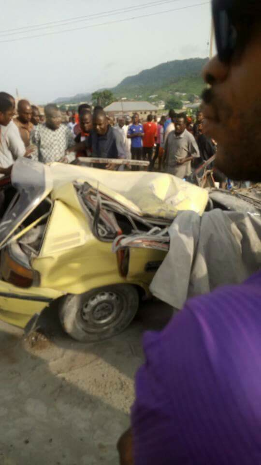 Kogi State Polytechnic students go on rampage after Dangote truck crushed one of their students and 4 others to death