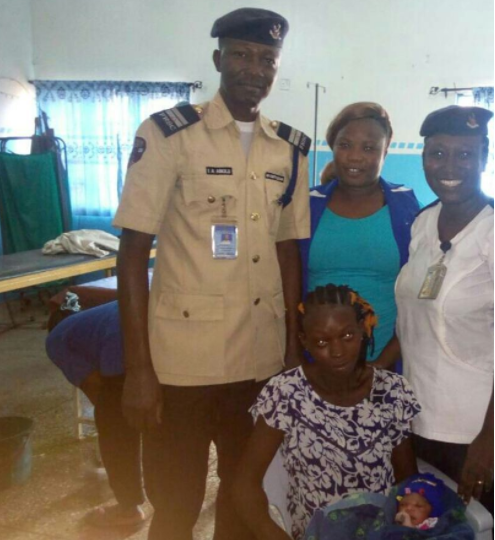 Photos:?FRSC officials safely deliver?baby girl on Lagos-Ibadan expressway