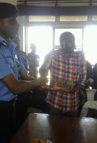 Photos: Rivers State police commissioner fulfills promise to give N1m to man who gave info that led to ritualist Ifeanyi Dike?s re-arrest