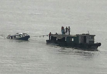 Photos: One Dead, 19 rescued as boat capsizes in Lagos