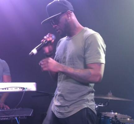 "Video: Peter Okoye performs?""Gongo Aso"" by 9ice and ""U Remind me"" by Usher at Nigerian Independence Concert in Washington?"