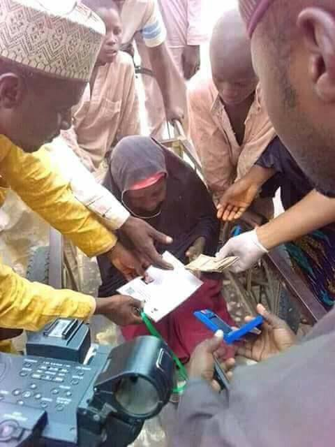 Photos: Jigawa state residents receive N5k promised by President Buhari during the 2015 election