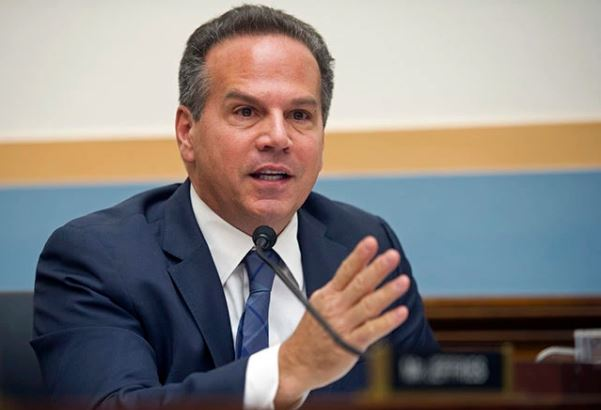 U.S. Congressman David Cicilline pledges to donate his brain for research?