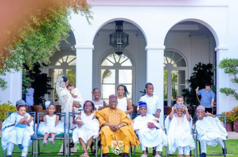 New photo of Billionaire businessman Mohammed Indimi posing with all his grandchildren in Spain