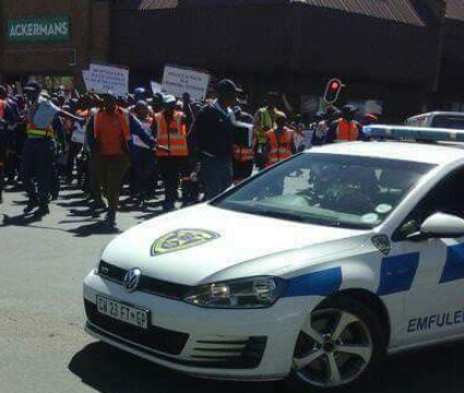 Just imagine! South African police officers stage protest against Nigerians (photos)
