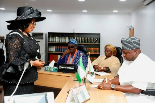Photos: Ambode swears-in Justice Opeyemi Oke?as the 16th substantive Chief Judge of Lagos State