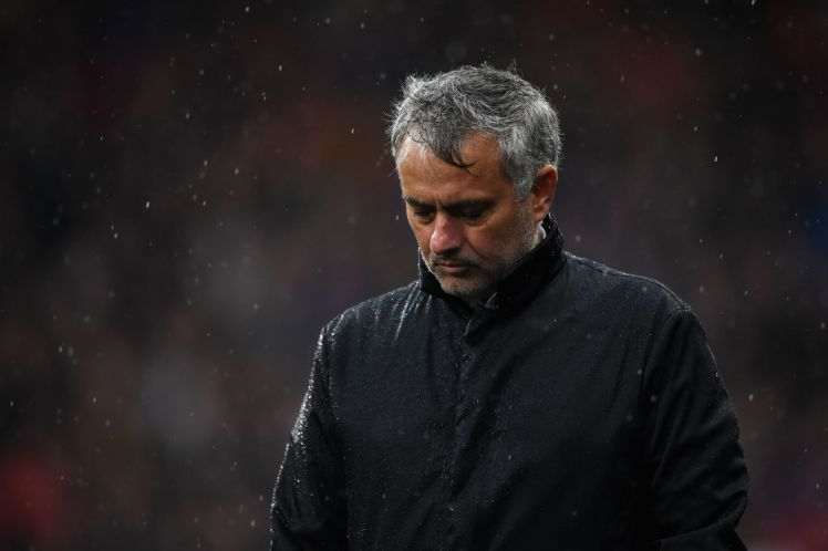 Jose Mourinho extraordinarily reacts to Man U