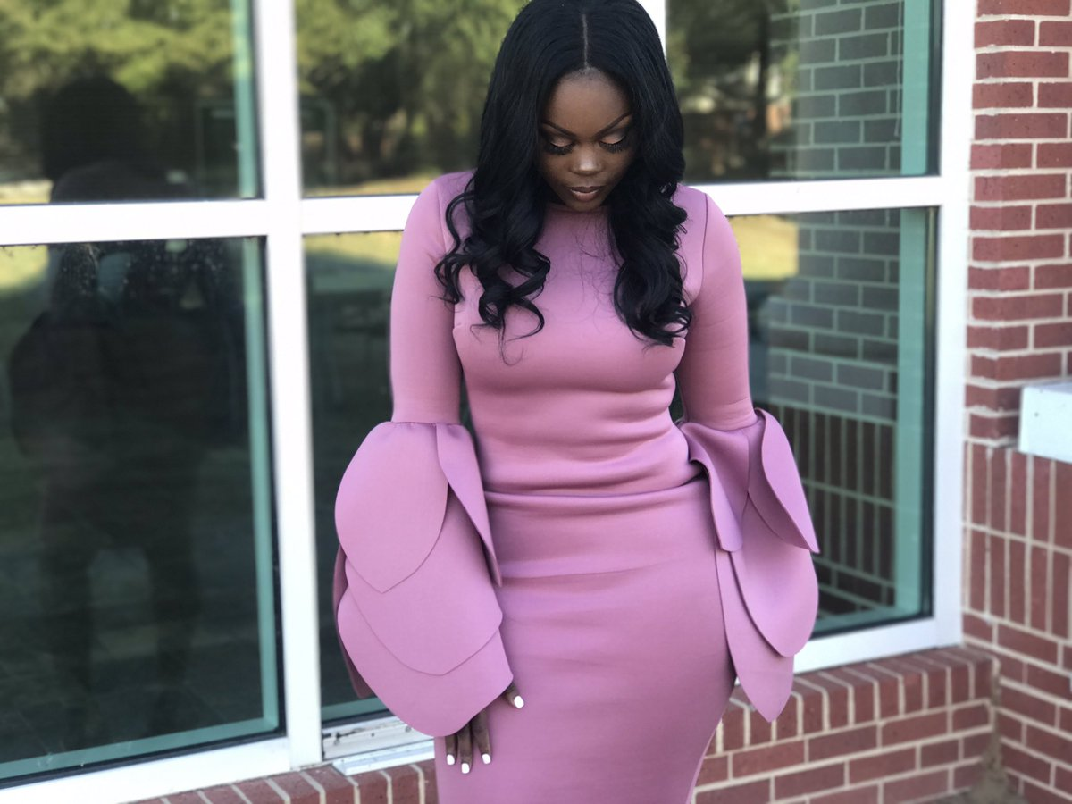 Ladies, are the sleeves on this dress lovely or just too much (photos)