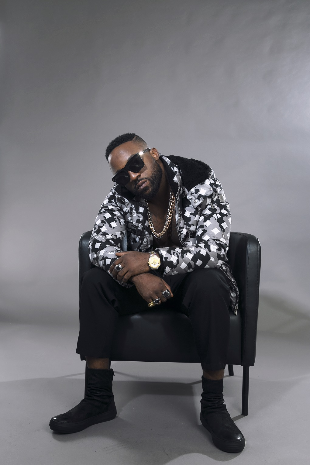 Iyanya releases hot new photos to celebrate?birthday