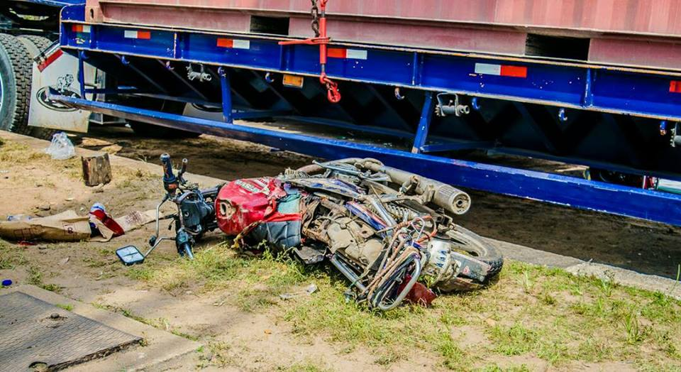 Photos: Family of five narrowly escapes death after a container fell off a trailer and landed on their car in Lagos