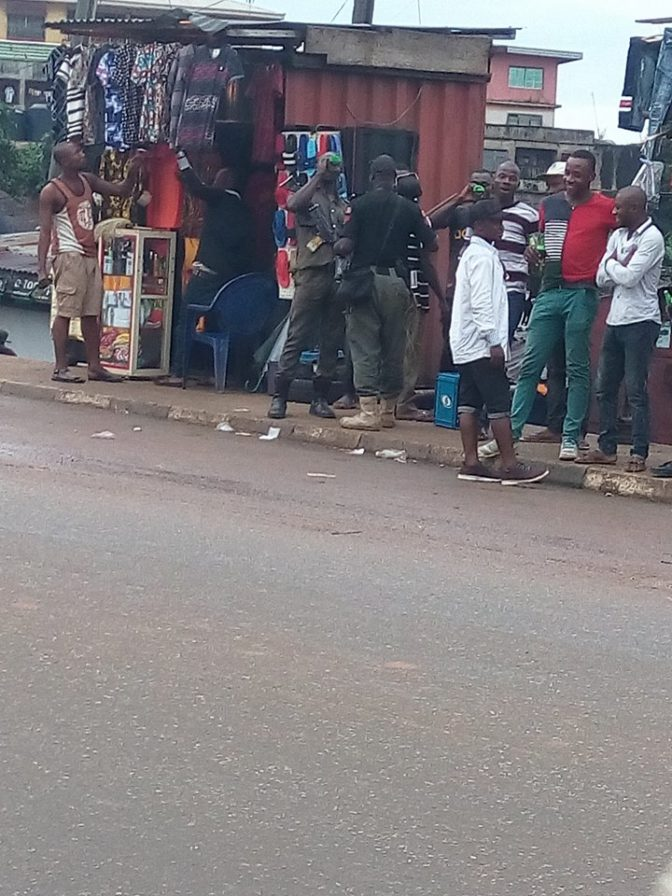 Photos: Mobile police officers spotted drinking alcohol while on duty in  Anambra