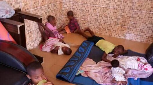 Police nabs kidnapper who lures kids with biscuit and sweets, rescues 30 children from his den (photos)