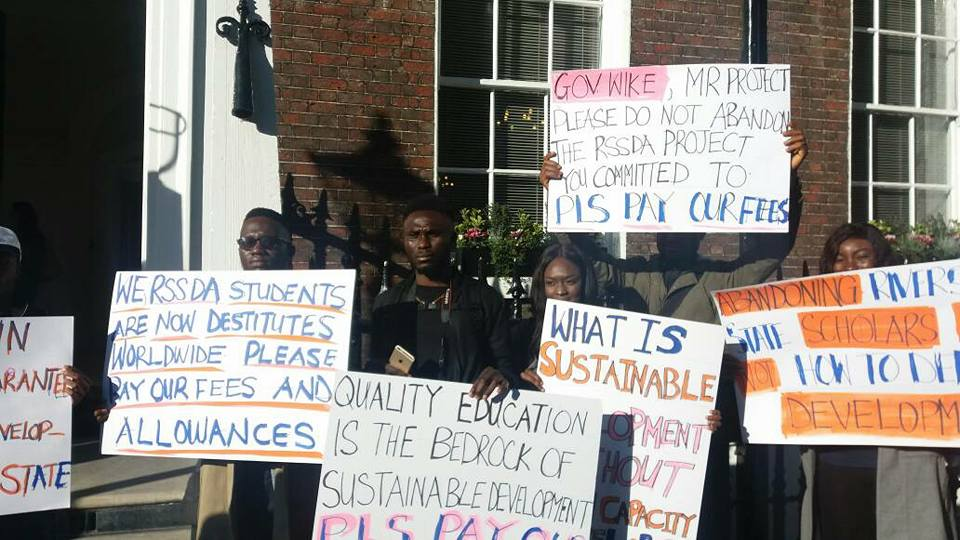 Photos: Rivers state students in the UK ambush  Gov Wike in London, demand the payment of their school fees and allowance