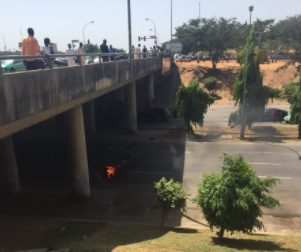 Riot in Abuja after VIO officials allegedly shot a man dead around Wuse Market bridge & ran away with the body