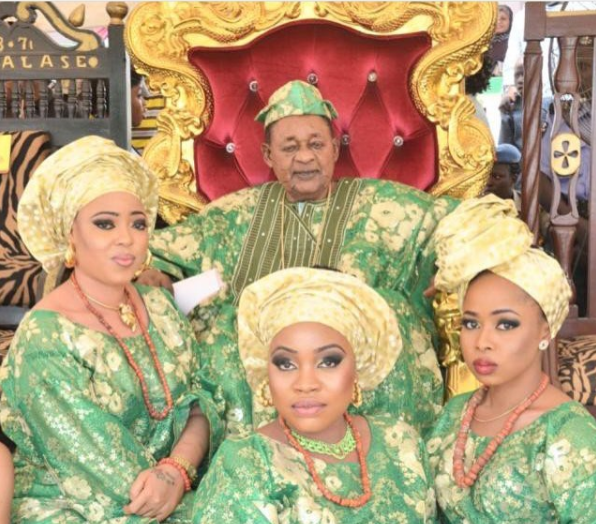 Cute photo of the Alaafin of Oyo and his Oloris