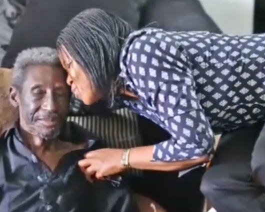 Photos/Video: Humanrights activist, Joe Okei-Odumakin visits ailing veteran broadcaster/actor, Sadiq Daba