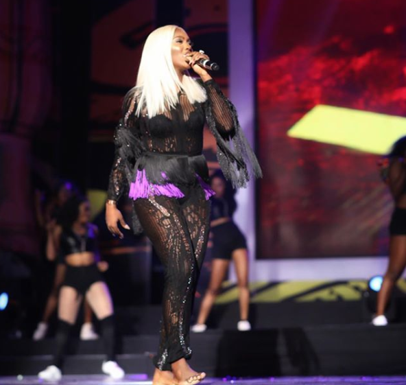 Fans criticize Tiwa Savage for continuing to perform barefoot