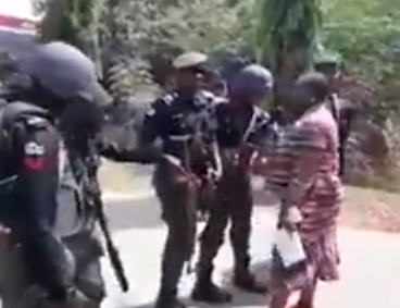 Video of Oby Ezekwesili confronting police officers who stopped BBOG member