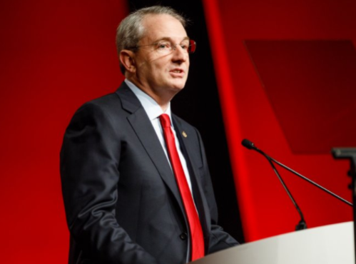 Ironic! President of?American Heart Association suffers a heart attack during a conference