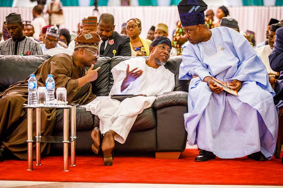 Photos: What are these governors always whispering to themselves at events?