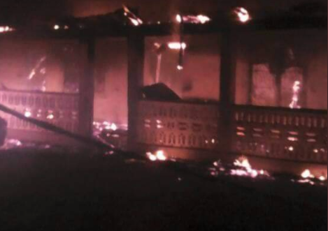 Photos: Mob set ablaze home of a senator from Kwara state whose security details allegedly shot and injured four persons