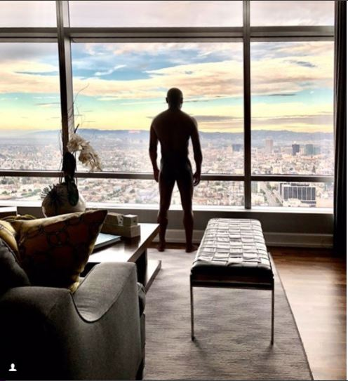 Floyd Mayweather goes fully nude in new Instagram photo