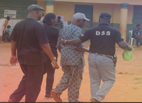 Photo: DSS arrests elderly man for allegedly trying to buy votes in Anambra