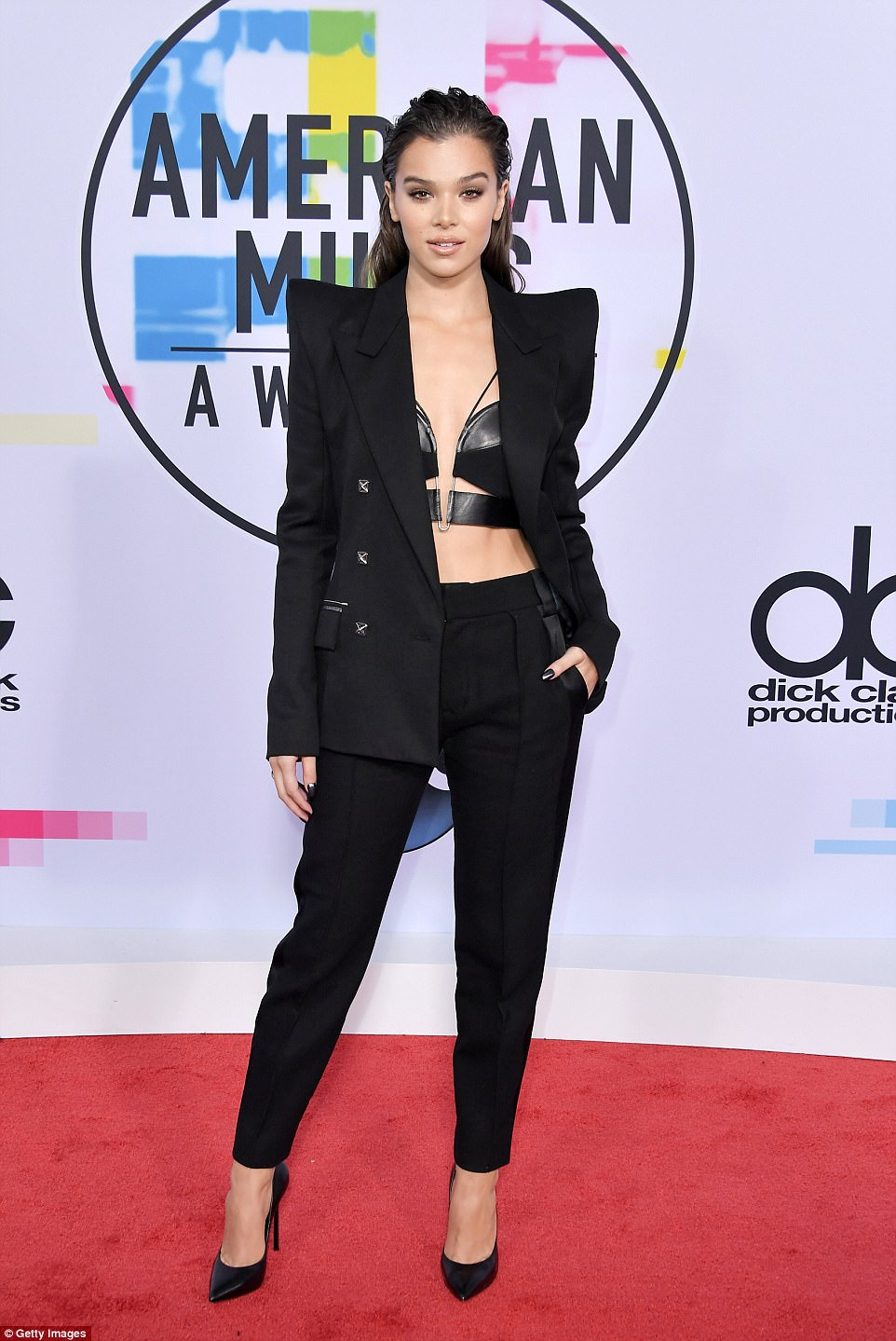 Stars hit the red carpet at the 2017 American Music Awards
