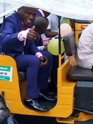 Photos: Groom spotted in Umuahia heading to his wedding ceremony in a Keke