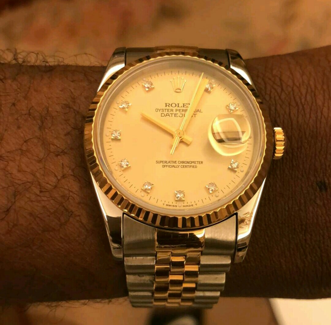 Photos: Davido buys a Rolex for each member of his crew in celebration of his 25th birthday tomorrow