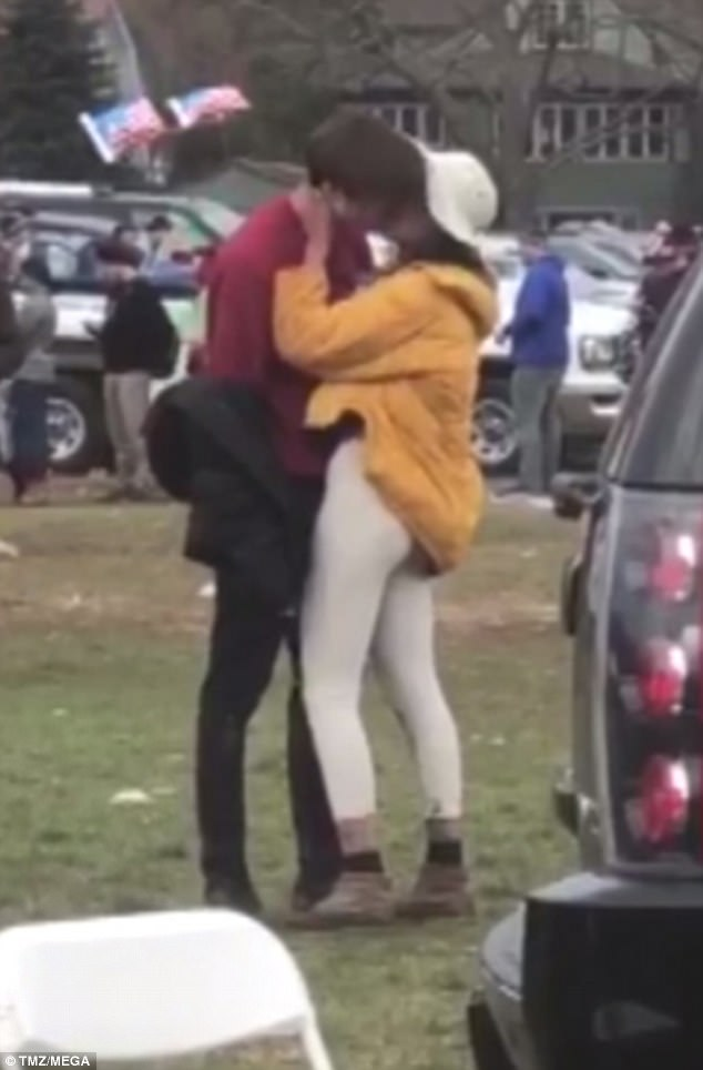 The identity of the mystery guy Malia Obama was photographed kissing in Harvard has been revealed (photos)