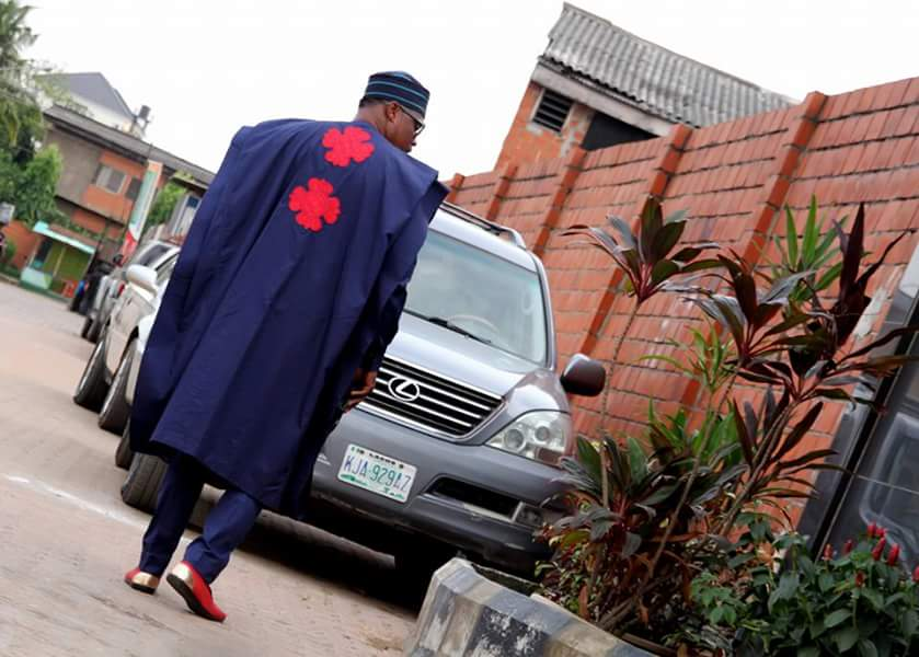 Nigerian Tailors strike swiftly as they re-create knockoff version of Ebuka-Obi-Uchendu