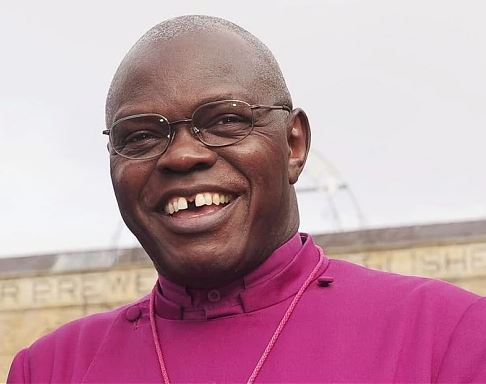 Zimbabwean?Archbishop wears collar again 10 years after cutting it on TV?to?protest against Mugabe