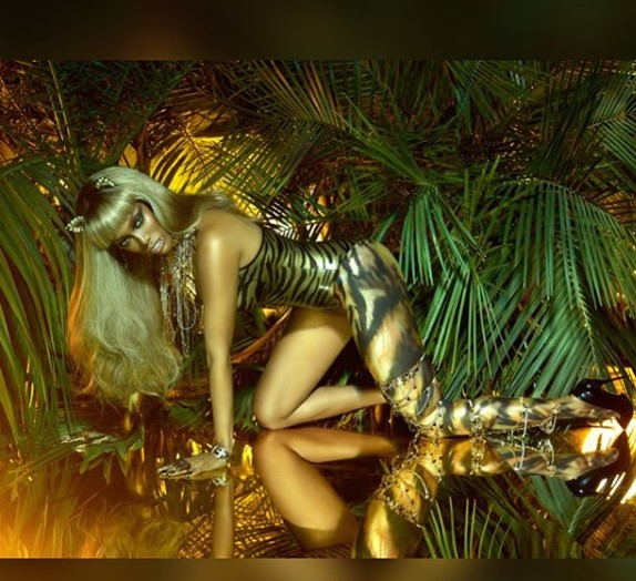 Tyra Banks stuns for Paper Magazine